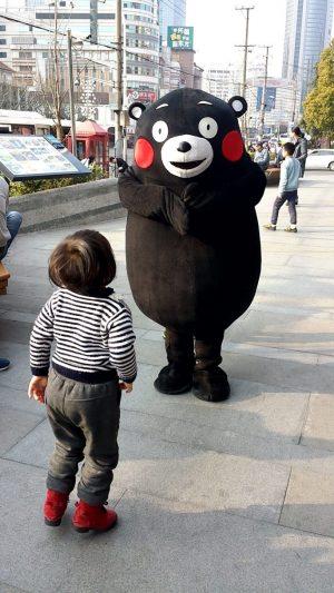 タバコを吸うくまモン~上海の徐家汇にて 参考画像