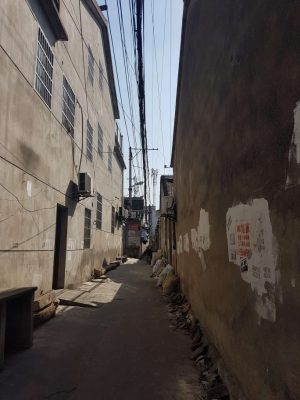 蘇州目睹地域のエロスポット路地。この細い路地に売春婦が立っている